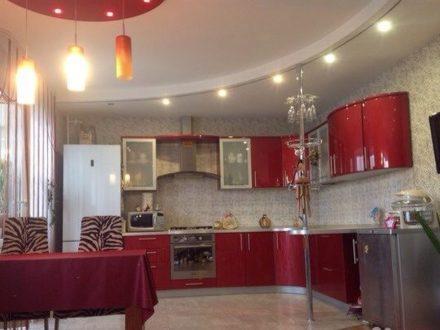 Продам четырехкомнатную квартиру на 4-м этаже 6-этажного дома площадью 145 кв. м. в Калуге