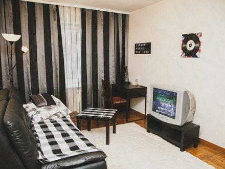 Сдам посуточно двухкомнатную квартиру на 2-м этаже 5-этажного дома площадью 41 кв. м. в Владивостоке