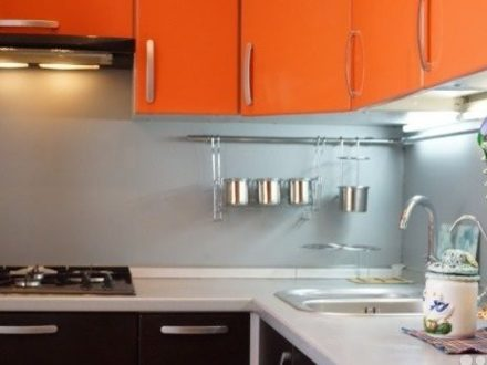 Сдам посуточно двухкомнатную квартиру на 4-м этаже 4-этажного дома площадью 60 кв. м. в Владимире