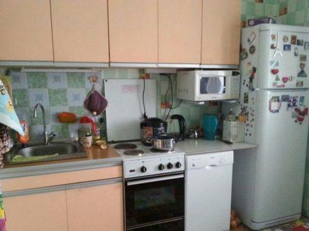 Продам трехкомнатную квартиру на 3-м этаже 5-этажного дома площадью 79 кв. м. в Магадане