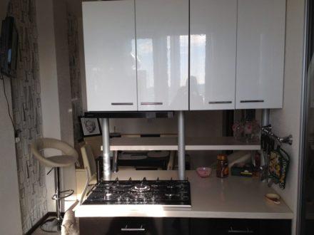 Сдам посуточно однокомнатную квартиру на 8-м этаже 9-этажного дома площадью 56 кв. м. в Салехарде