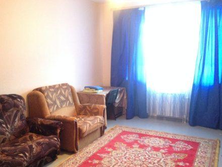 Сдам посуточно однокомнатную квартиру на 5-м этаже 9-этажного дома площадью 33 кв. м. в Салехарде