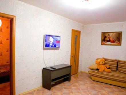 Сдам посуточно двухкомнатную квартиру на 3-м этаже 5-этажного дома площадью 43 кв. м. в Красноярске
