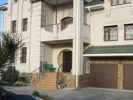 Продам коттедж площадью 485 кв. м. в Воронеже