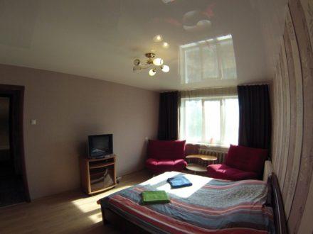 Сдам посуточно однокомнатную квартиру на 3-м этаже 9-этажного дома площадью 37 кв. м. в Твери