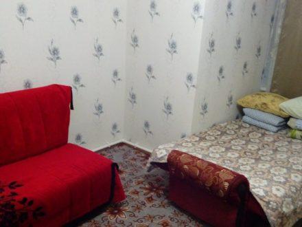 Сдам посуточно однокомнатную квартиру на 1-м этаже 2-этажного дома площадью 30 кв. м. в Салехарде