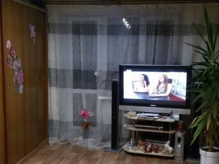 Продам двухкомнатную квартиру на 2-м этаже 3-этажного дома площадью 56 кв. м. в Владивостоке