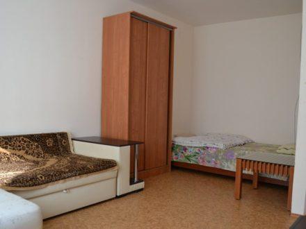 Сдам посуточно однокомнатную квартиру на 3-м этаже 5-этажного дома площадью 40 кв. м. в Элисте