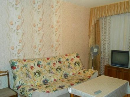 Сдам посуточно однокомнатную квартиру на 1-м этаже 9-этажного дома площадью 35 кв. м. в Костроме