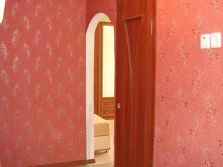 Продам двухкомнатную квартиру на 3-м этаже 5-этажного дома площадью 44,5 кв. м. в Магадане