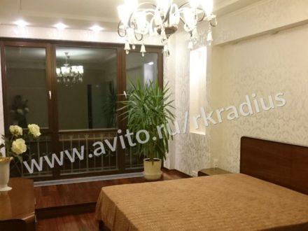 Сдам на длительный срок двухкомнатную квартиру на 13-м этаже 18-этажного дома площадью 80 кв. м. в Нижнем Новгороде