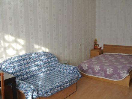 Сдам посуточно однокомнатную квартиру на 2-м этаже 5-этажного дома площадью 45 кв. м. в Салехарде