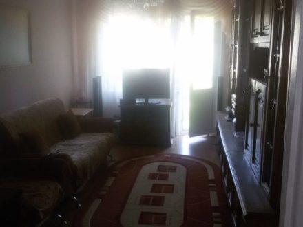Продам четырехкомнатную квартиру на 3-м этаже 5-этажного дома площадью 77 кв. м. в Астрахани