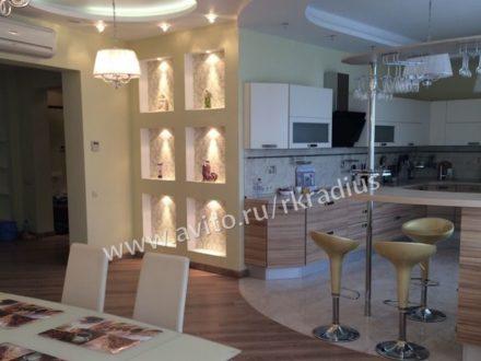 Сдам на длительный срок четырехкомнатную квартиру на 4-м этаже 9-этажного дома площадью 250 кв. м. в Нижнем Новгороде