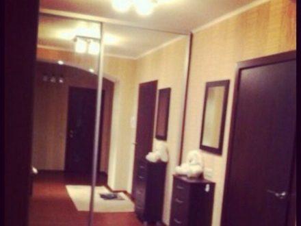 Сдам на длительный срок двухкомнатную квартиру на 9-м этаже 12-этажного дома площадью 75 кв. м. в Перми