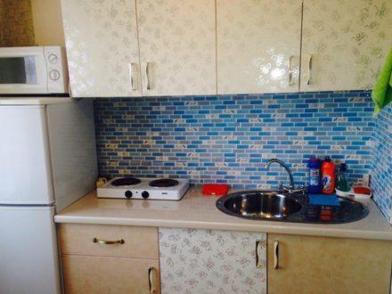 Сдам посуточно однокомнатную квартиру на 5-м этаже 5-этажного дома площадью 40 кв. м. в Южно-Сахалинске