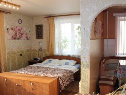 Сдам посуточно однокомнатную квартиру на 1-м этаже 5-этажного дома площадью 31 кв. м. в Южно-Сахалинске
