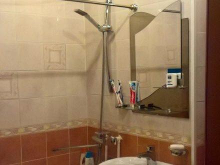 Продам трехкомнатную квартиру на 3-м этаже 4-этажного дома площадью 42 кв. м. в Чебоксарах