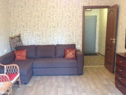 Сдам посуточно однокомнатную квартиру на 2-м этаже 5-этажного дома площадью 32 кв. м. в Сыктывкаре