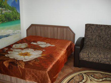 Сдам посуточно однокомнатную квартиру на 1-м этаже 10-этажного дома площадью 40 кв. м. в Горно-Алтайске