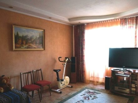 Продам трехкомнатную квартиру на 1-м этаже 5-этажного дома площадью 83 кв. м. в Кызыле