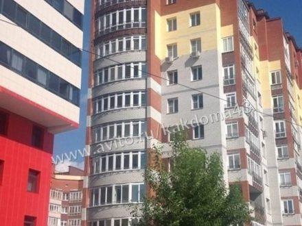 Сдам посуточно двухкомнатную квартиру на 1-м этаже 10-этажного дома площадью 42 кв. м. в Кирове