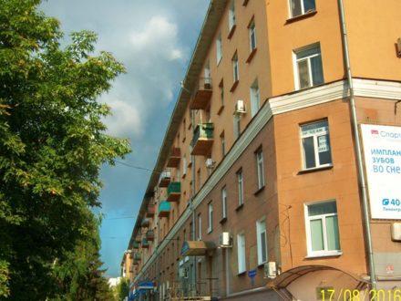 Продам трехкомнатную квартиру на 4-м этаже 5-этажного дома площадью 80 кв. м. в Омске