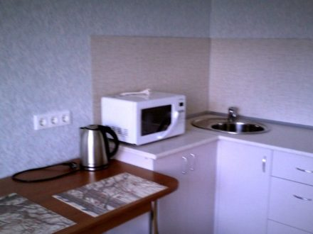 Сдам посуточно однокомнатную квартиру на 2-м этаже 3-этажного дома площадью 21 кв. м. в Ижевске