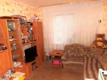 Продам двухкомнатную квартиру на 1-м этаже 2-этажного дома площадью 45 кв. м. в Архангельске