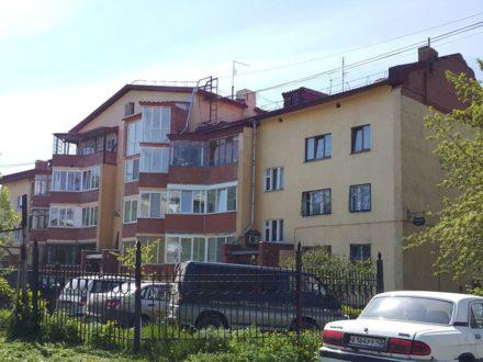 Продам многокомнатную квартиру на 3-м этаже 4-этажного дома площадью 157,9 кв. м. в Кемерово