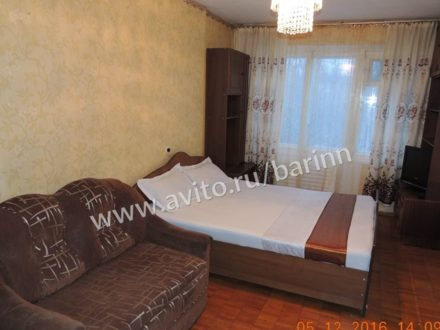 Сдам посуточно двухкомнатную квартиру на 3-м этаже 9-этажного дома площадью 45 кв. м. в Архангельске