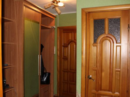 Сдам на длительный срок двухкомнатную квартиру на 4-м этаже 5-этажного дома площадью 49 кв. м. в Оренбурге