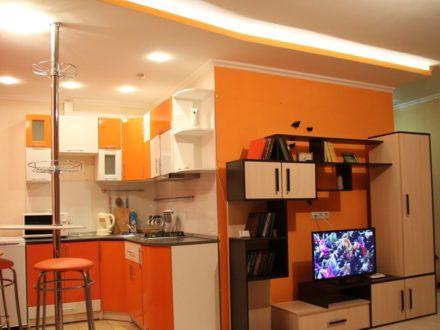 Сдам посуточно студию на 3-м этаже 4-этажного дома площадью 32 кв. м. в Саранске