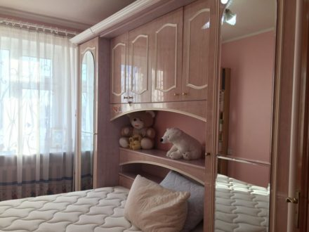 Продам трехкомнатную квартиру на 2-м этаже 9-этажного дома площадью 75 кв. м. в Оренбурге