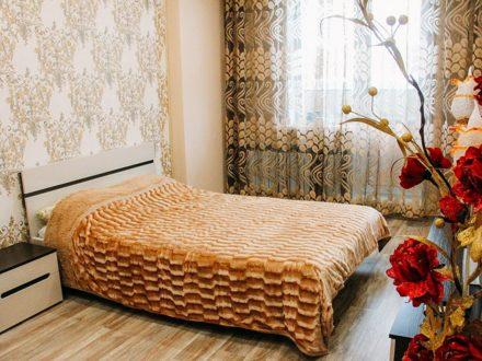 Сдам посуточно однокомнатную квартиру на 2-м этаже 25-этажного дома площадью 45 кв. м. в Новосибирске