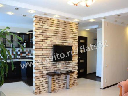 Сдам посуточно однокомнатную квартиру на 12-м этаже 14-этажного дома площадью 55 кв. м. в Брянске