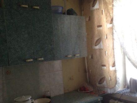 Продам двухкомнатную квартиру на 1-м этаже 4-этажного дома площадью 46 кв. м. в Кызыле