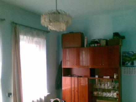 Продам трехкомнатную квартиру на 1-м этаже 1-этажного дома площадью 42,5 кв. м. в Майкопе