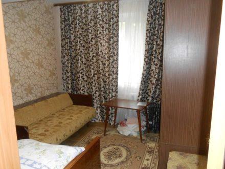 Сдам на длительный срок двухкомнатную квартиру на 1-м этаже 9-этажного дома площадью 50 кв. м. в Чебоксарах