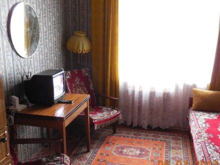 Сдам посуточно однокомнатную квартиру на 5-м этаже 5-этажного дома площадью 30 кв. м. в Архангельске