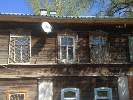 Продам двухкомнатную квартиру на 1-м этаже 2-этажного дома площадью 31 кв. м. в Саратове