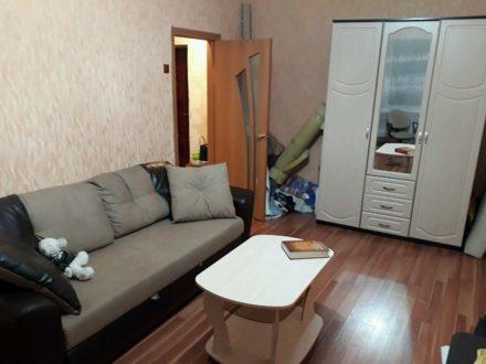 Сдам на длительный срок однокомнатную квартиру на 5-м этаже 5-этажного дома площадью 37 кв. м. в Магадане