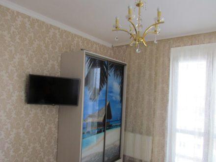 Сдам посуточно однокомнатную квартиру на 6-м этаже 9-этажного дома площадью 37 кв. м. в Калининграде