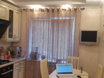 Продам трехкомнатную квартиру на 1-м этаже 9-этажного дома площадью 64 кв. м. в Майкопе