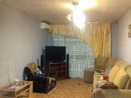 Продам трехкомнатную квартиру на 3-м этаже 5-этажного дома площадью 60 кв. м. в Биробиджане