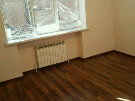 Сдам на длительный срок трехкомнатную квартиру на 5-м этаже 5-этажного дома площадью 90 кв. м. в Магасе