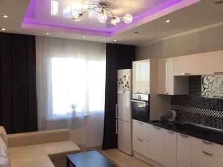 Сдам посуточно трехкомнатную квартиру на 5-м этаже 9-этажного дома площадью 75 кв. м. в Твери