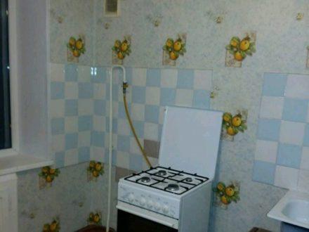 Сдам на длительный срок однокомнатную квартиру на 5-м этаже 5-этажного дома площадью 32 кв. м. в Мурманске