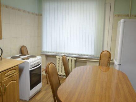 Сдам посуточно трехкомнатную квартиру на 1-м этаже 5-этажного дома площадью 70 кв. м. в Улан-Удэ