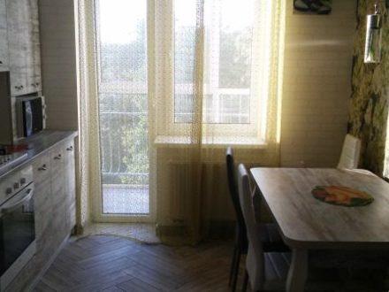 Сдам на длительный срок однокомнатную квартиру на 5-м этаже 5-этажного дома площадью 42 кв. м. в Калининграде